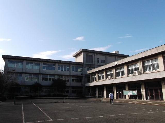 綾瀬高校昇降口